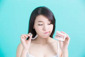 woman considering invisalign vs braces